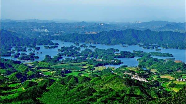 Цяньдаоху (Циндао) озеро в Китае