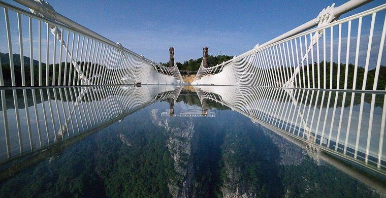 Самый длинный в мире мост прозрачный мост из стекла. Китай.