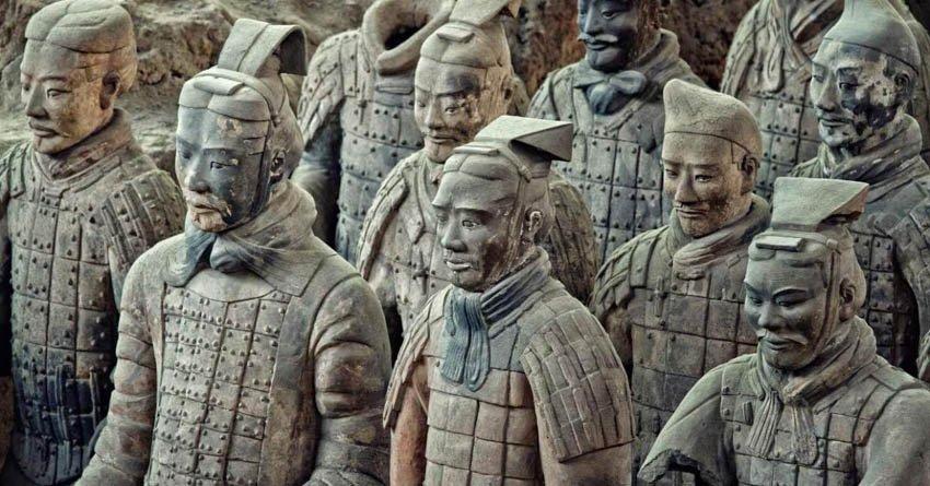 Терракотовая армия императора Цинь Шихуанди в Китае
