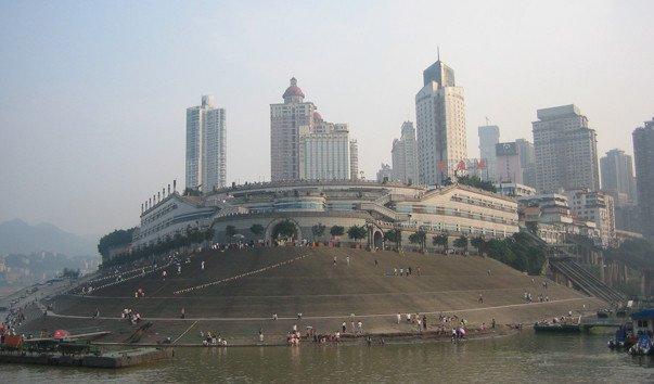 Центральная городская площадь Чаотяньмэнь. Город Чунцин в Китае.