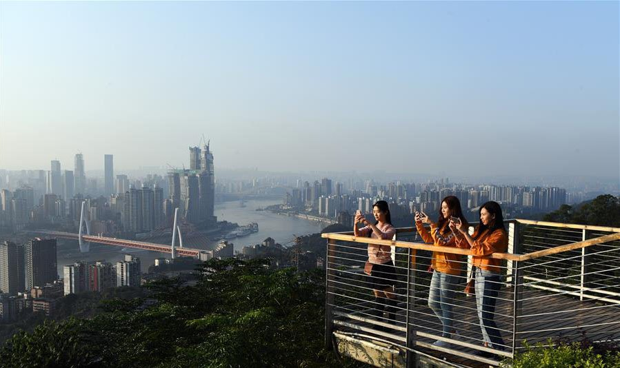 Парк на хребте Элин. Чунцин, Китай. Панорамный вид.