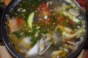 Рыбный суп из мидиями и овощами - пошаговый рецепт