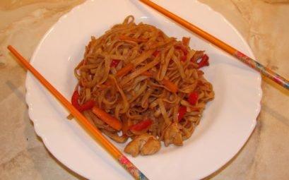 Китайская лапша с курицей и овощами - пошаговый рецепт