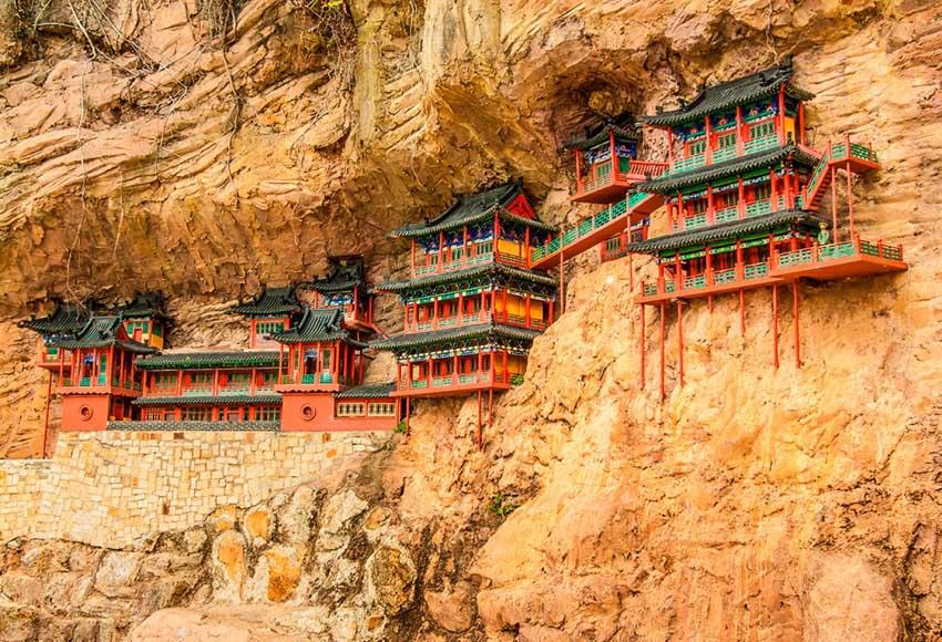 Висячий монастырь в Китае