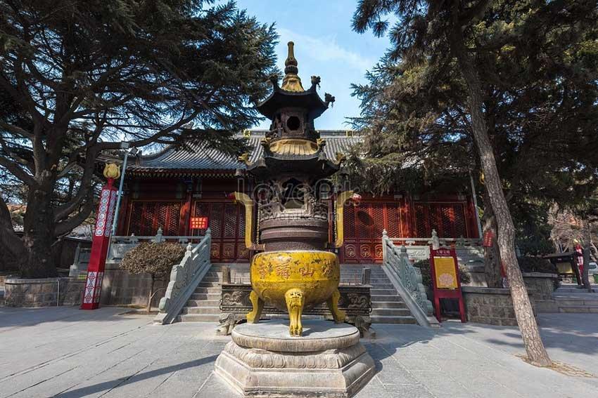 храм Чжаньшань в Циндао, Китай