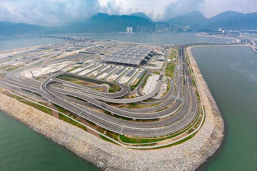 Сколько китайцы строят дорог в год