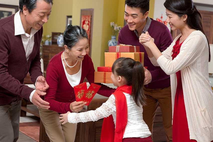 Как китайцы отмечают новый год и украшают дом