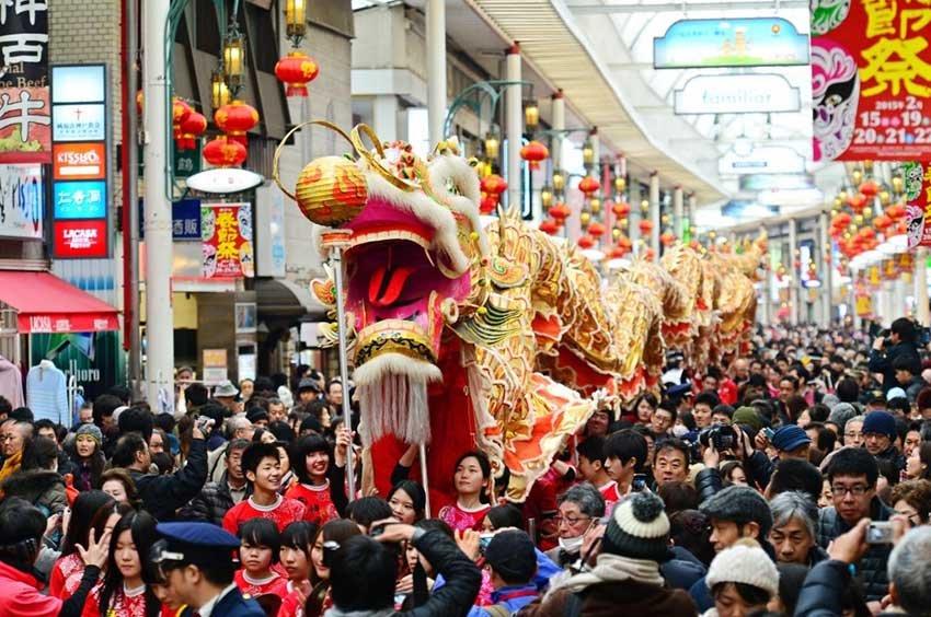 Танец Дракона и танец Льва, китайский новый год