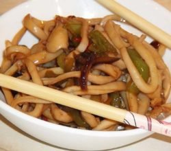 Кальмары с луком и перцем по-китайски - пошаговый рецепт