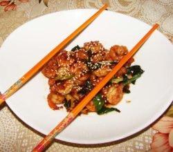 Теплый китайский салат из креветок в чесночном соусе - пошаговый рецепт