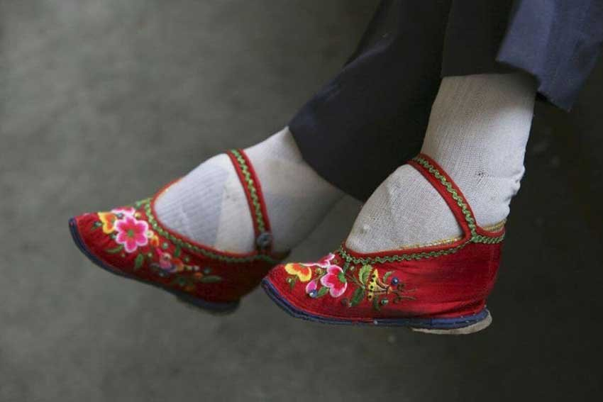 Зачем в Китае бинтовали ноги девушки - туфли лотосы