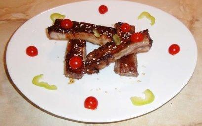 Свиные ребрышки, запеченные в соусе Чар Сиу