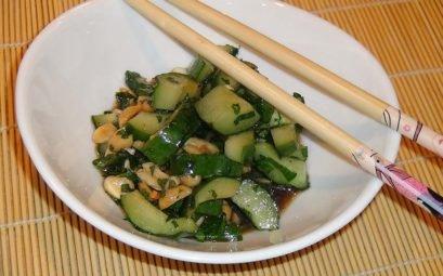 Китайский салат с арахисом и свежим огурцом - пошаговый рецепт